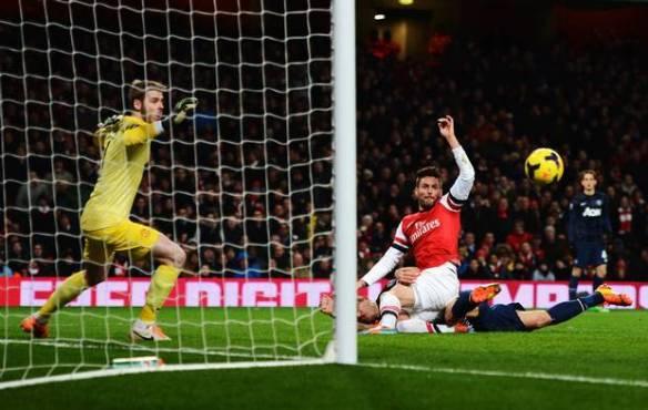 Giroud Misses Chance For Late Winner Against United