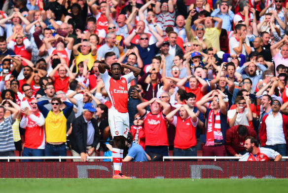 Welbeck goes close to a debut goal