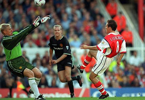 Freddie Ljungberg scores on his Arsenal debut