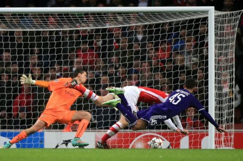 Szczesny and Mertesacker fail to cover themselves in glory as Anderlecht equalise