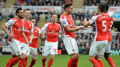 Giroud celebrates his opener with his team mates