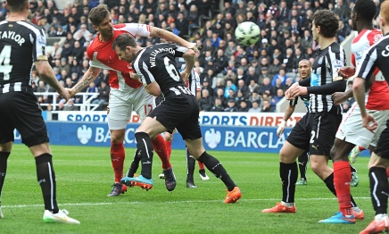 Olivier Giroud scores Arsenal's second goal against Newcastle in the Premier League matchpton