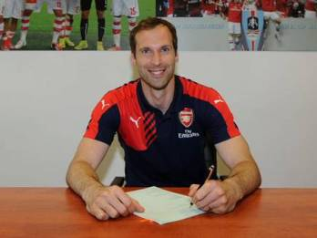 Petr Cech Signs His Arsenal Contract