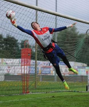 Wojciech Szczesny Displaying His Extra Reach